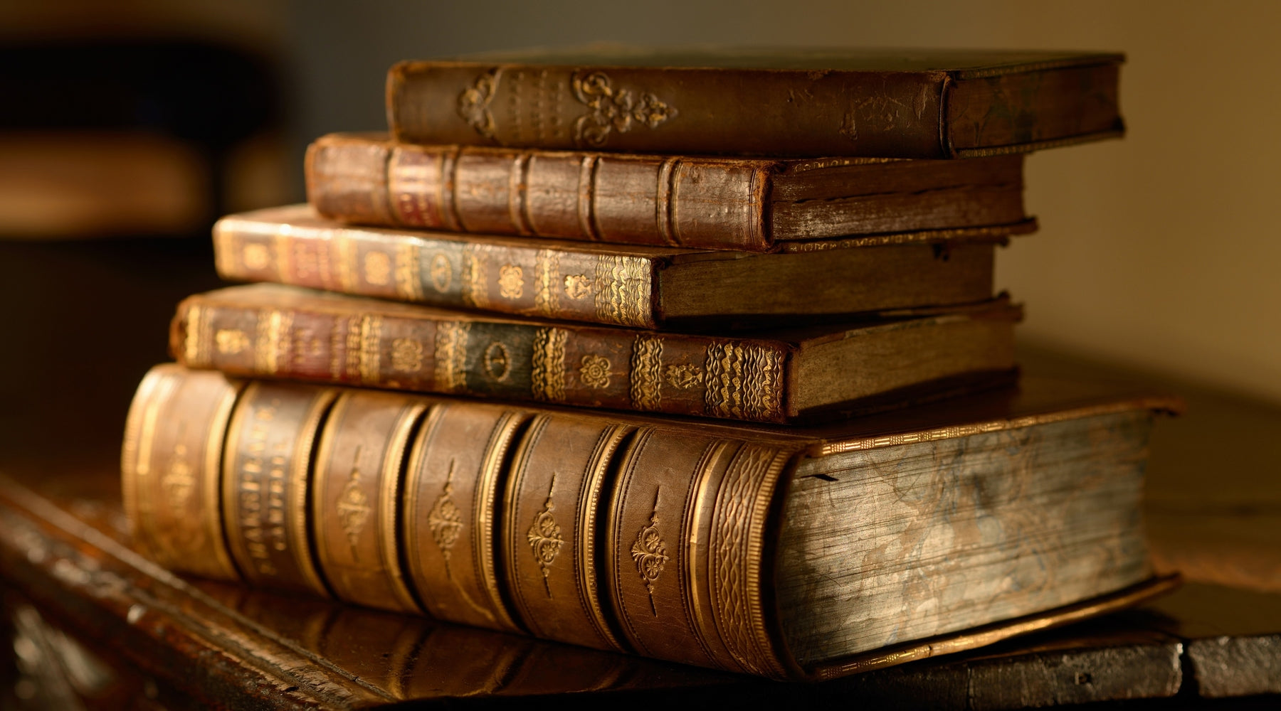 7 Reasons Why We Love Vintage Books - Obviously!