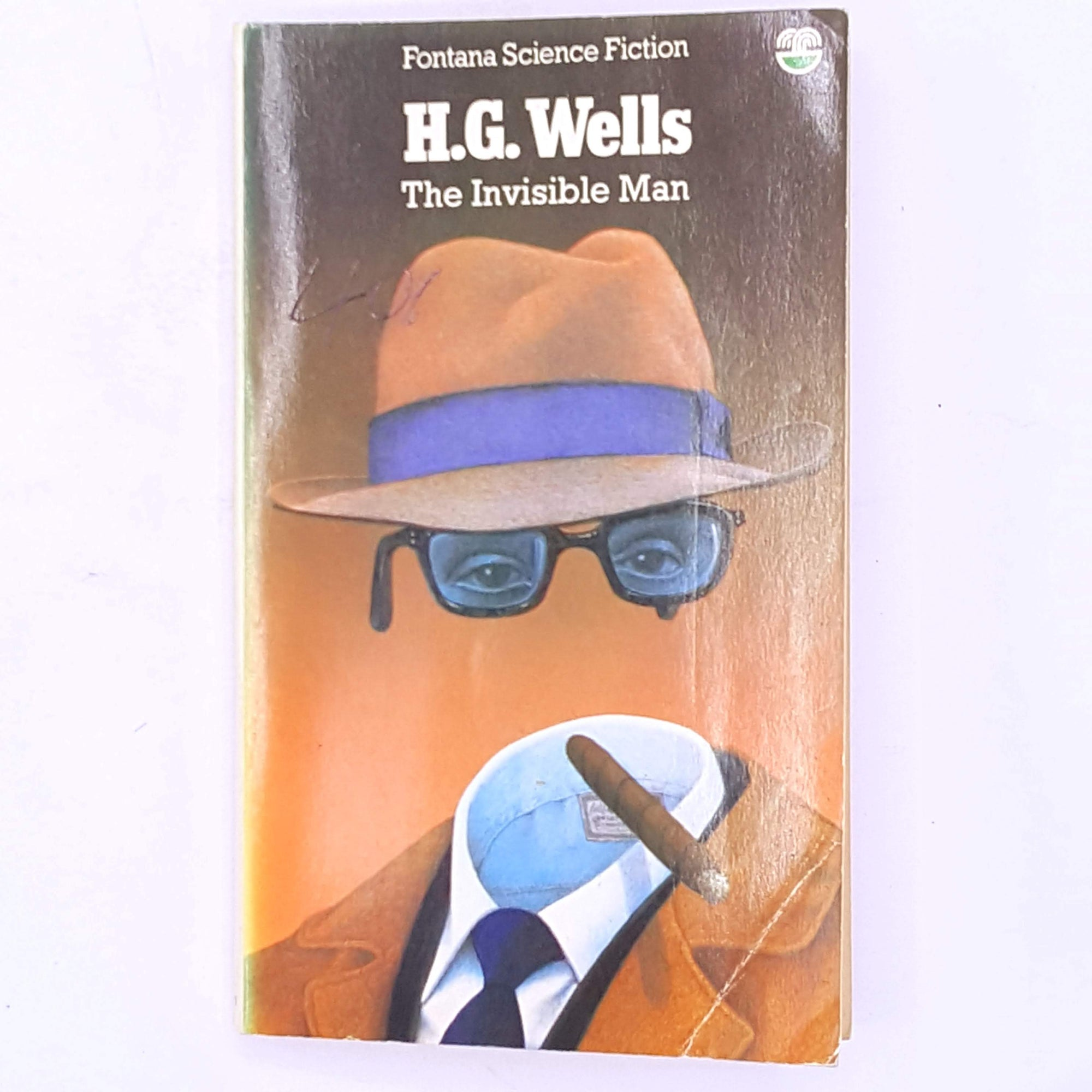 patterned-vintage-antique-horror-books-H.G.-Wells-The-Invisible-Man-decorative-science-fiction-thriller-old-classic-country-house-library-thrift-
