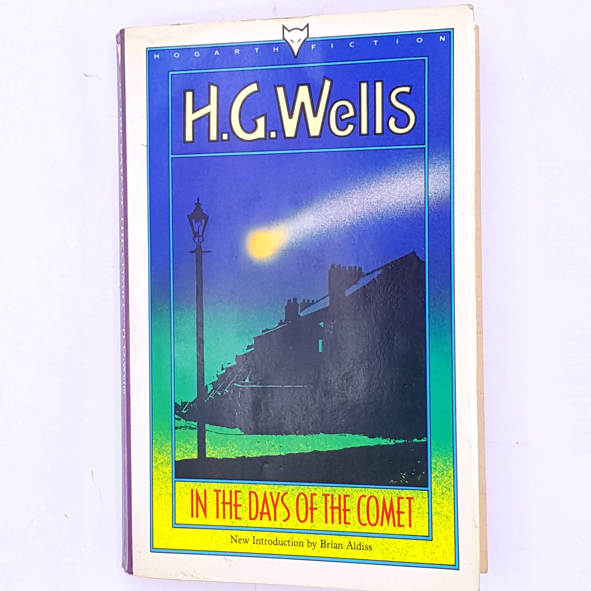 old-books-thrift-H.G.-Wells- short-stories- antique-In-The-Days-Of-The-Comet-vintage-science-fiction-patterned-decorative-country-house-library-classic-short-story-