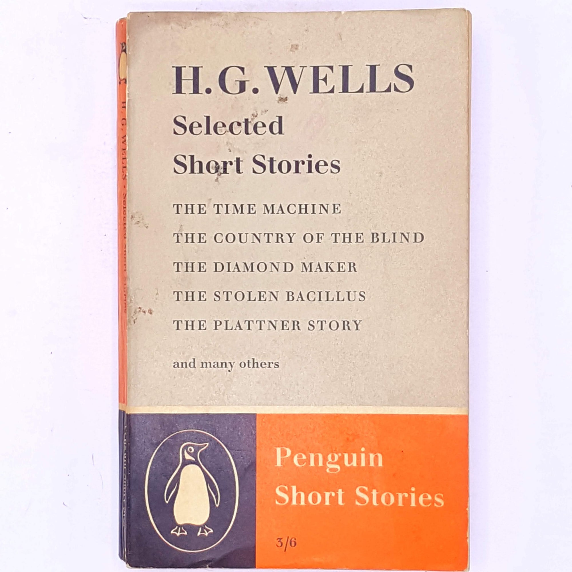 decorative-science-fiction-fantasy- patterned-books-antique-selected-short-stories-thrift-penguin-old-country-house-library-hg-wells-vintage-classic-