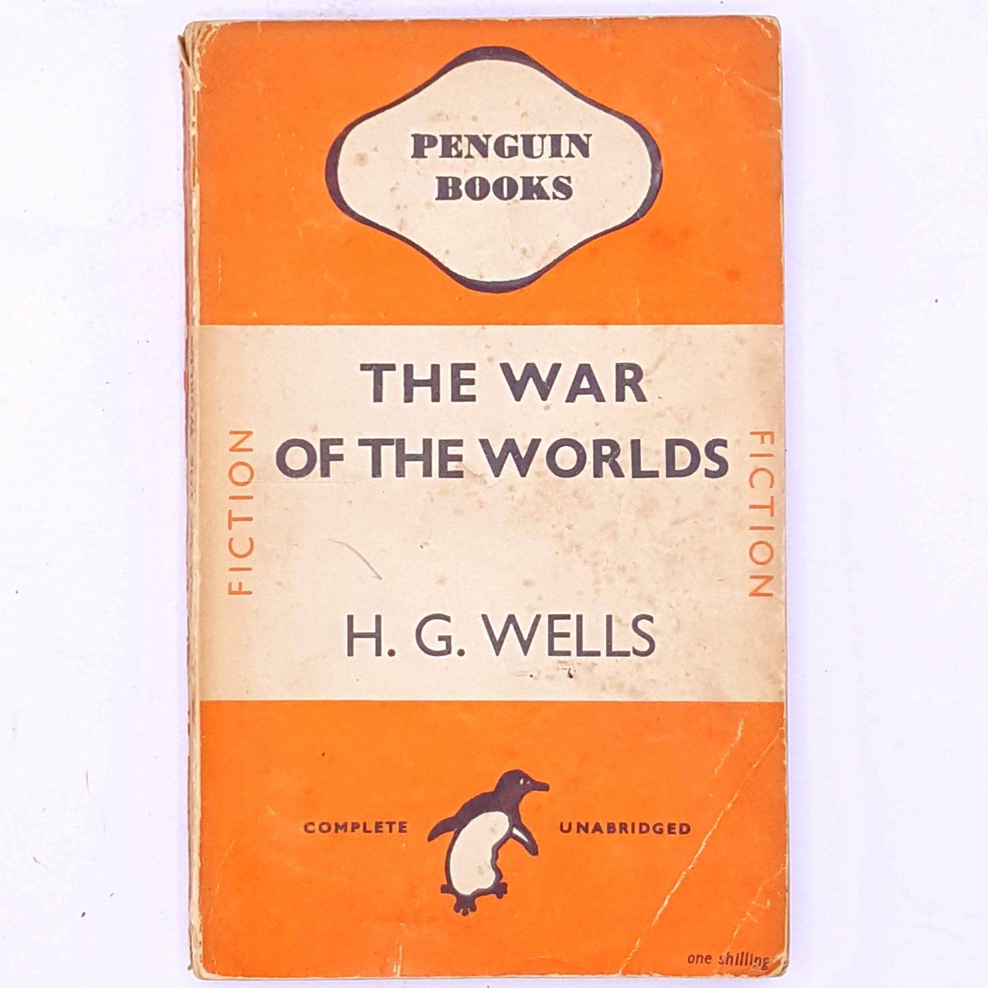 classic-patterned-books-vintage-decorative-penguin-hg-wells-antique-the-war-of-the-worlds-aliens-old-science-fiction-thrift-fantasy-country-house-library-