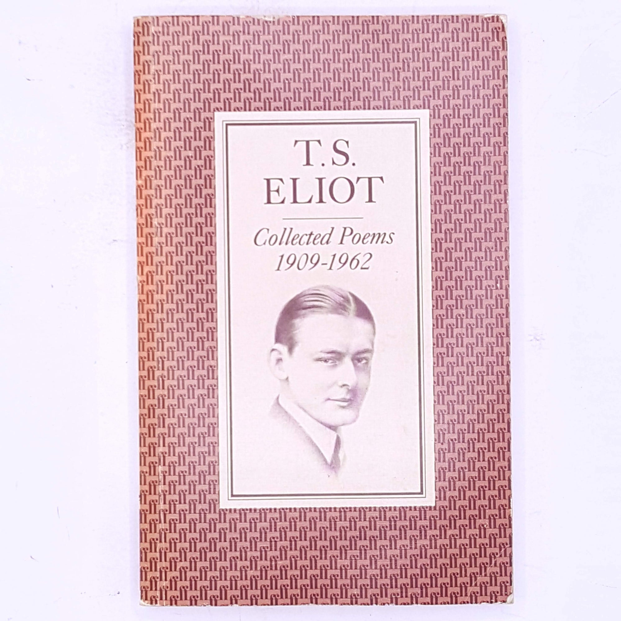 books-old-thrift-t.s.-eliot-classic-patterned-decorative-antique-collected-poems-1909-1962-faber-and-faber-poems-poetry-poet-writer-british-country-house-library-vintage-
