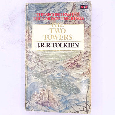 country-house-library-fantasy-dwarves-elves-hobbits-baggins-smaug-gandalf-the-grey-wizard-decorative-science-fiction-classic-books-the-lord-of-the-rings-the-two-towers-Tolkien-trilogy-thrift-vintage-antique-old-j.r.r.-tolkien-mystery-adventure-patterned-