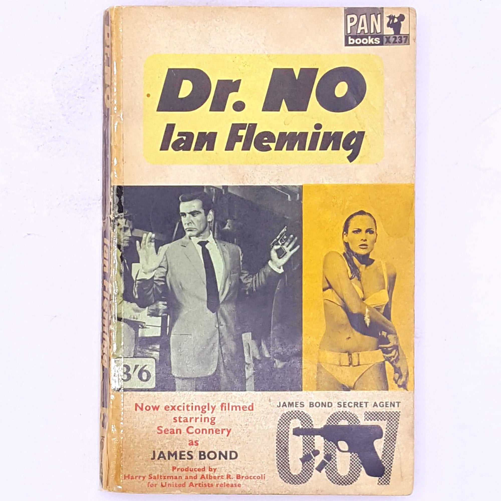 patterned-British-secret-agent-old-antique-dr-no-decorative-country-house-library-vintage-spy-crime-mystery-thriller-secret-service-007-james-bond-thrift-classic-books-ian-fleming-