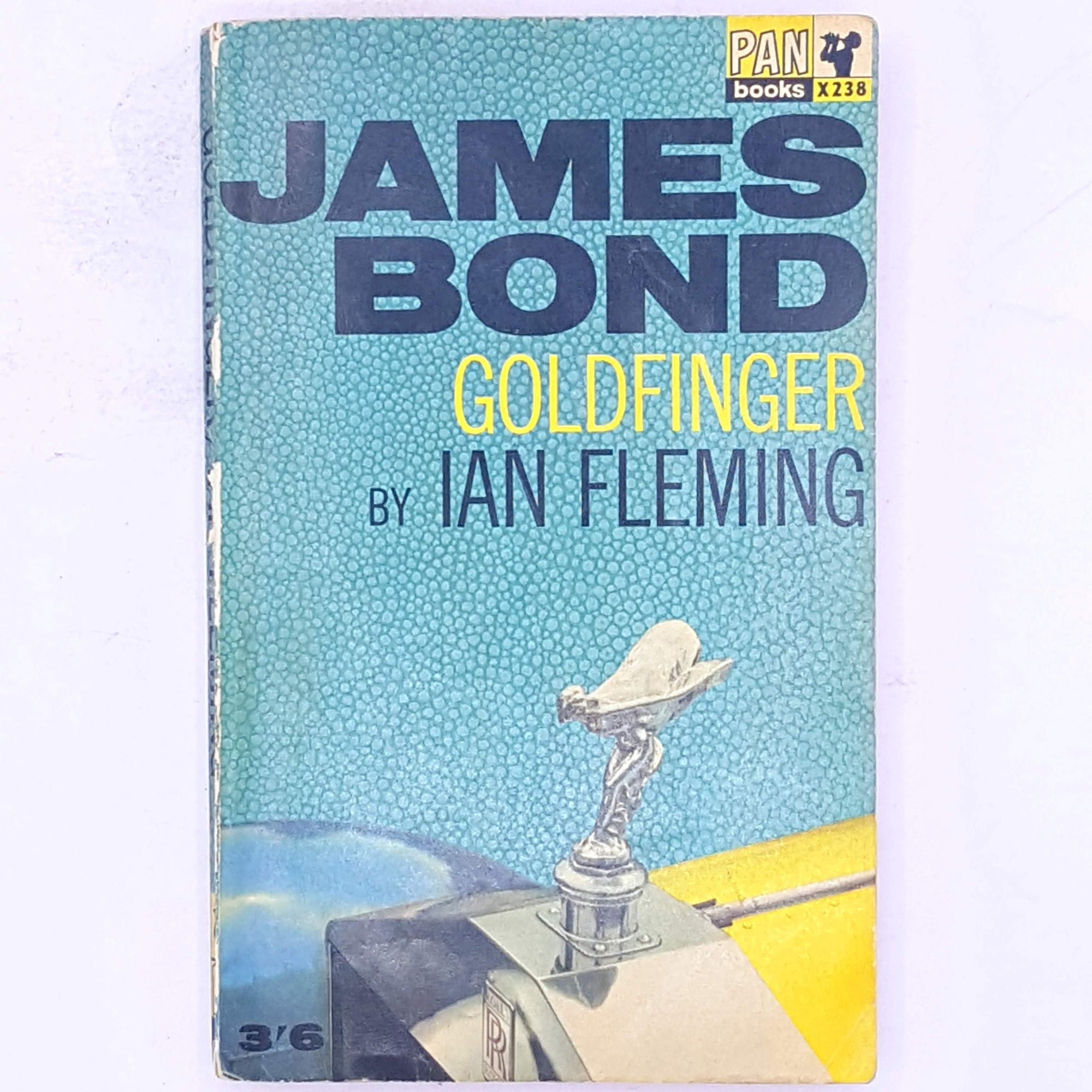 patterned-British-secret-agent-classic-antique-007-goldfinger-spy-crime-mystery-james-bond-thrift-thriller-secret-service-books-ian-fleming-vintage-country-house-library-decorative-old-