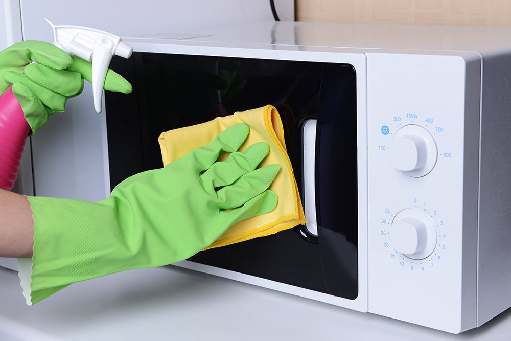 4 DIY Methods for a Squeaky Clean Oven