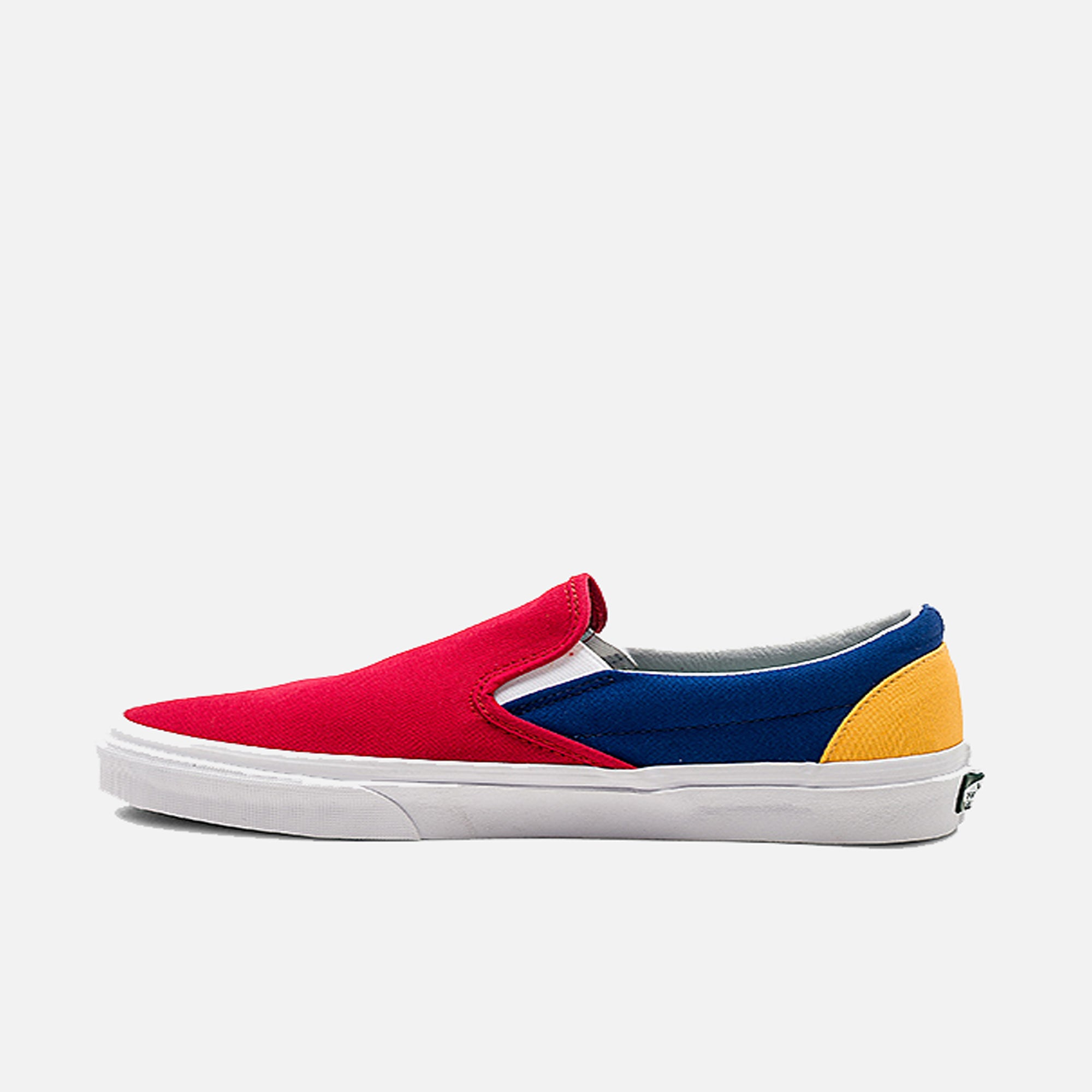 Vans Mens Yacht Club Classic Slip-On Shoes – PZOZO 386a74626