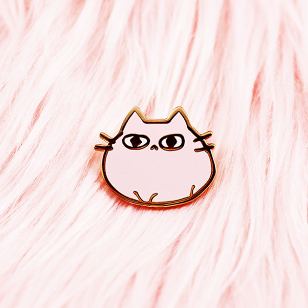 CARBY CAT  ENAMEL PIN [PINK]