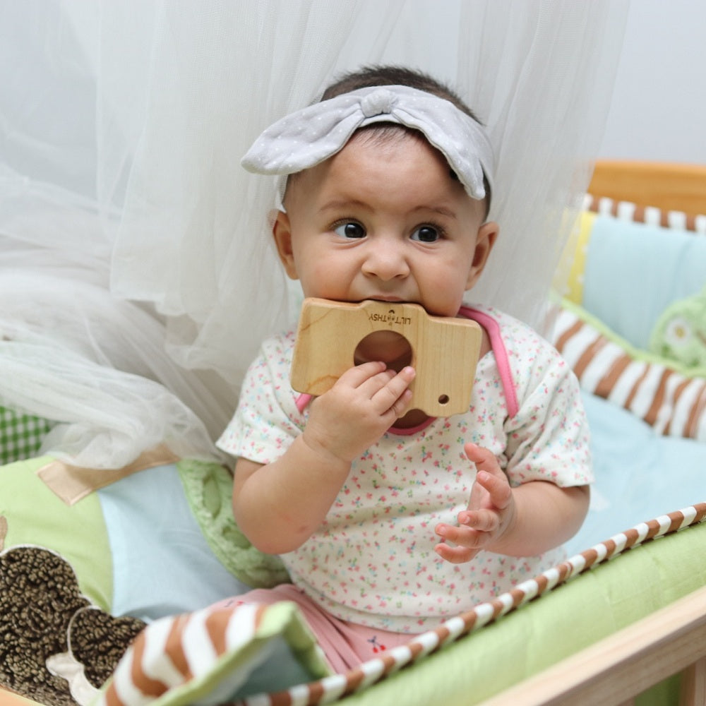 LILTOOTHSY MAPLE WOOD CAMERA TEETHER - momsoon maternity fashion wear