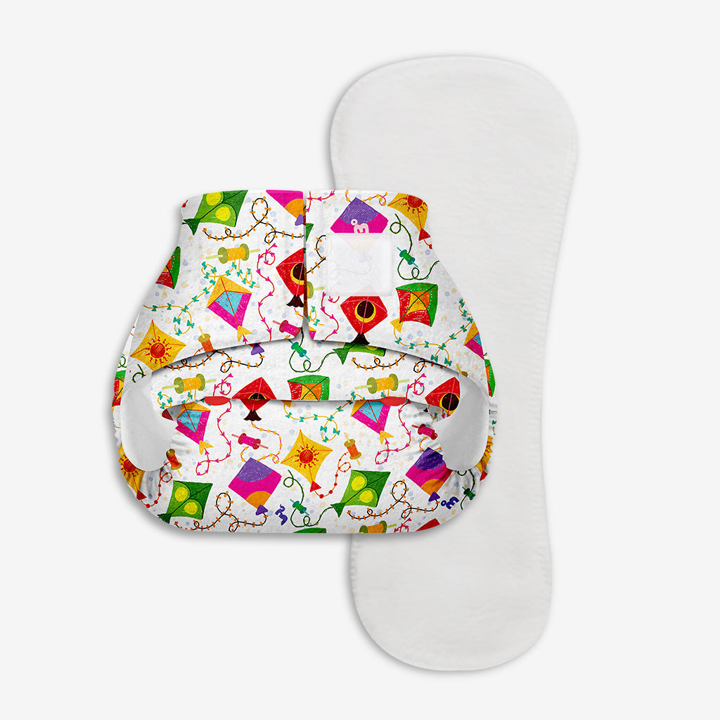 Superbottoms Newborn UNO - Washable & resuable cloth diaper + 1 Organic Cotton Dry Feel Pad (2.5kg- 6kg Babies)- Coloured Skies