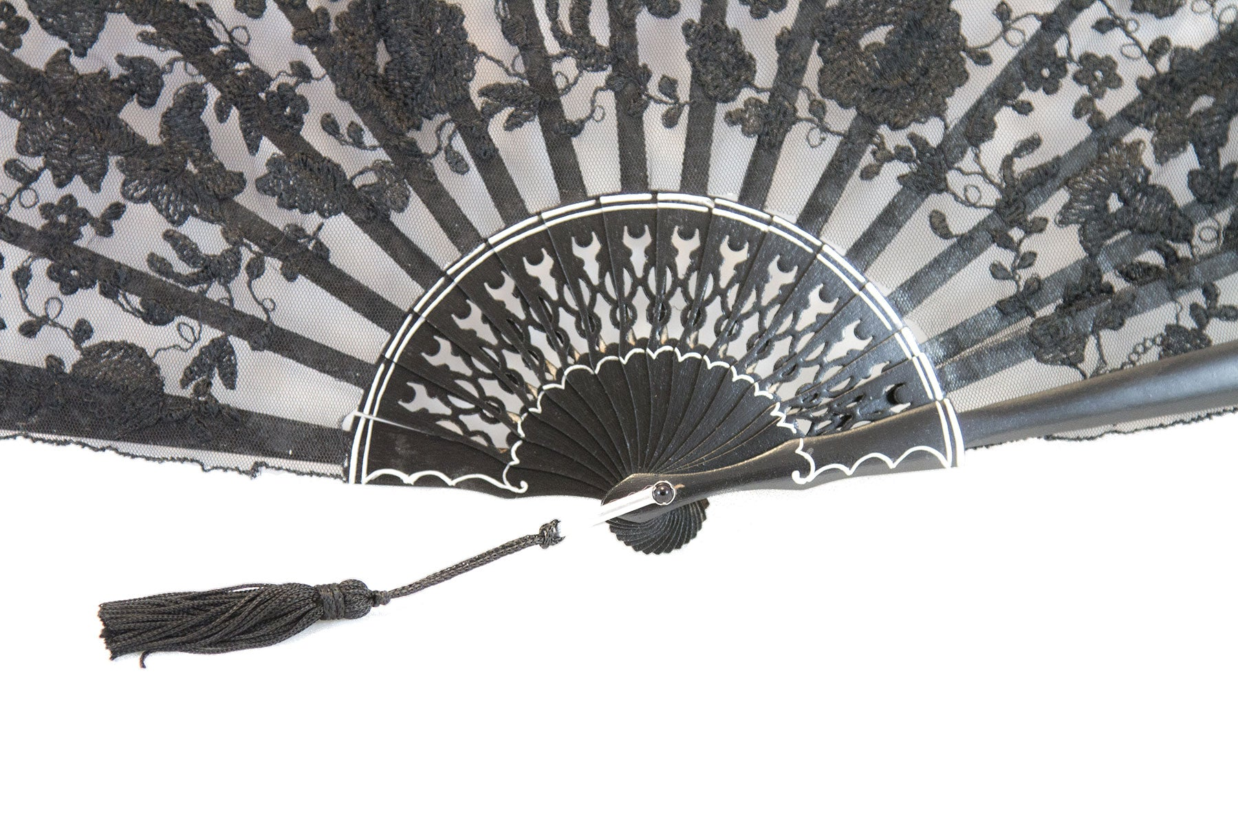 Rockcoco Bruges delicate handmade black lace luxury hand fan detail