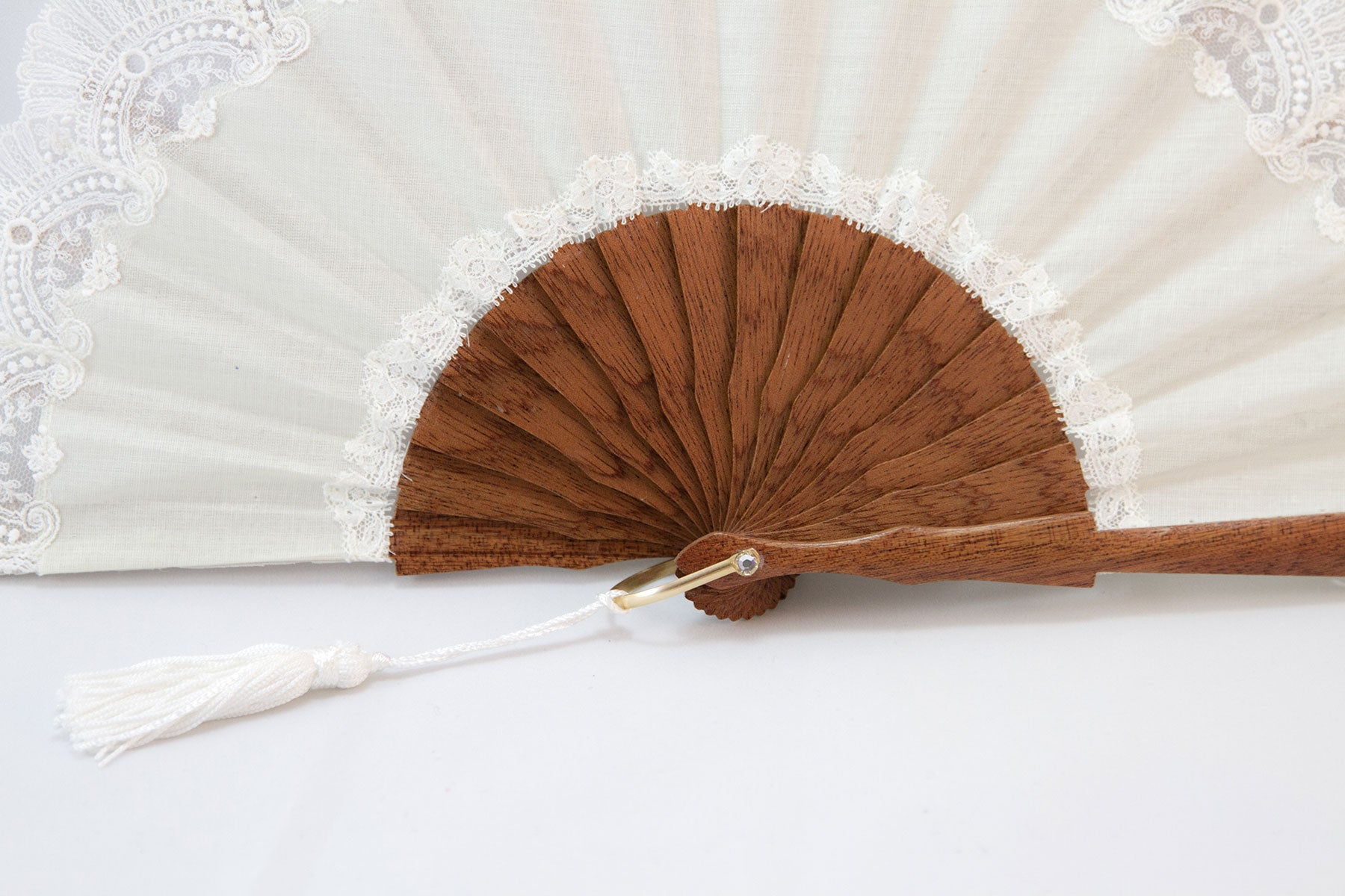 Elegant handmade Cheltenham Cream luxury hand fan detail