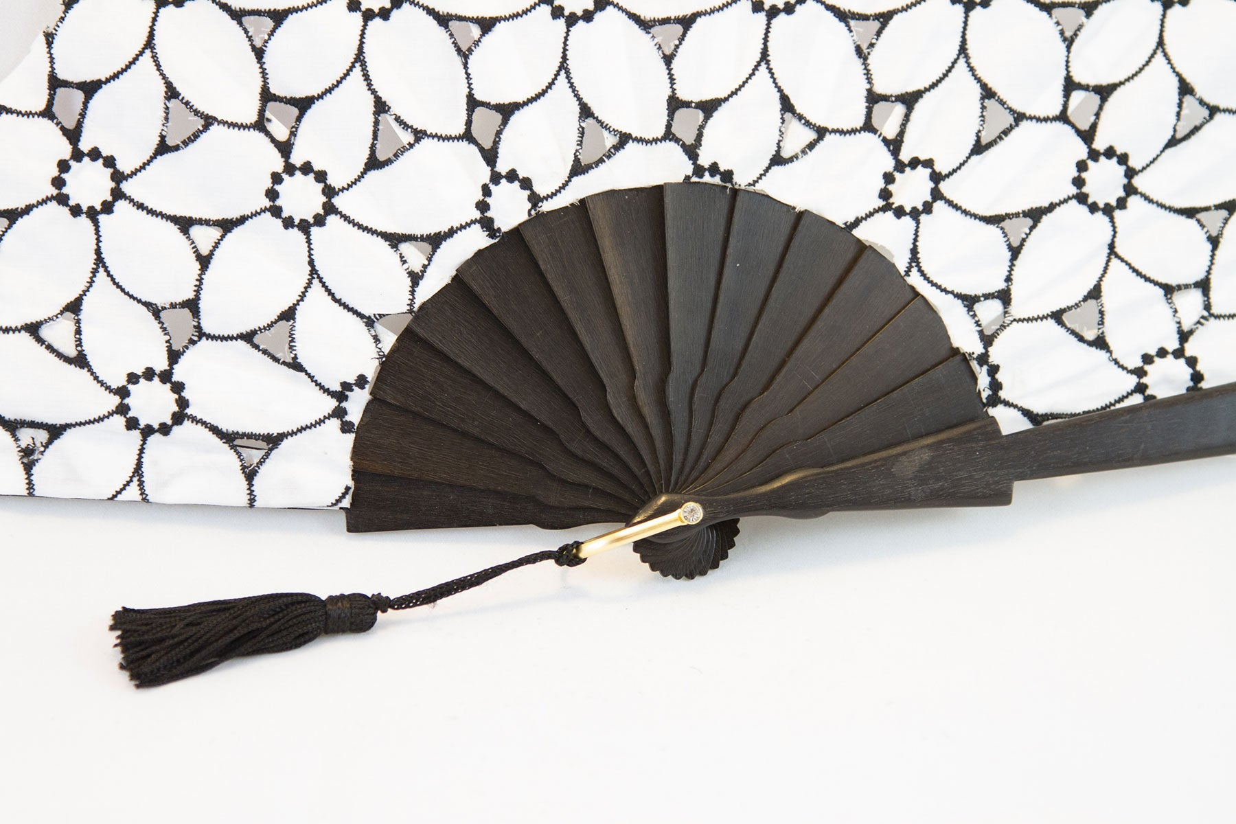 Limoges - Beautiful handmade white and black cotton open work fan detail