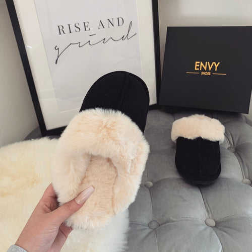 FLUFFY BLACK FAUX FUR SLIPPERS