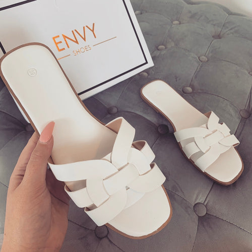 AMBER TURNER 'LOVE ME KNOT' WHITE SLIDERS