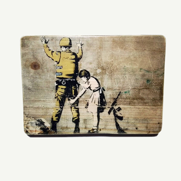 Banksy - Soldier - Upcycle Art wood print handmade - https://artesanalwoodprint.com