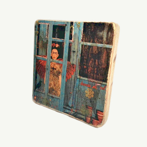 Frida Kahlo - At window - Recycle Art - artisanal wood print - https://artesanalwoodprint.com