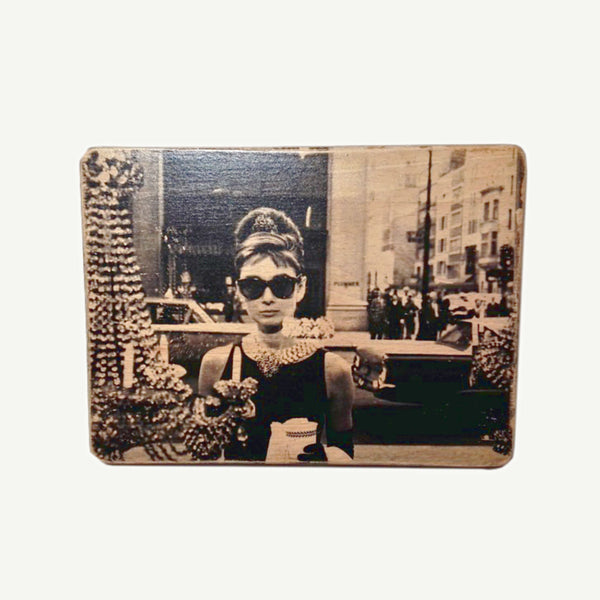 Audrey Hepburn - Upcycle Art wood print handmade - https://artesanalwoodprint.com