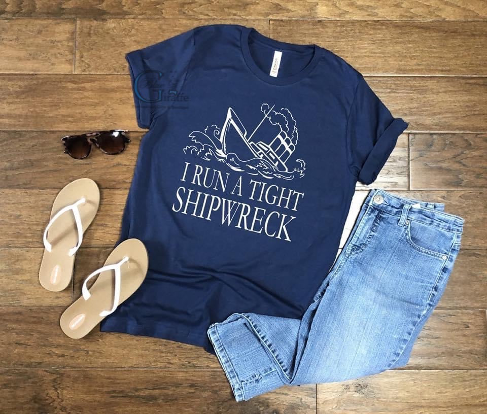 I Run a Tight Shipwreck(NAVY) Tee