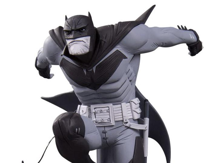 DC Collectibles Batman Black and White White Knight Batman by Sean Murphy Preventa