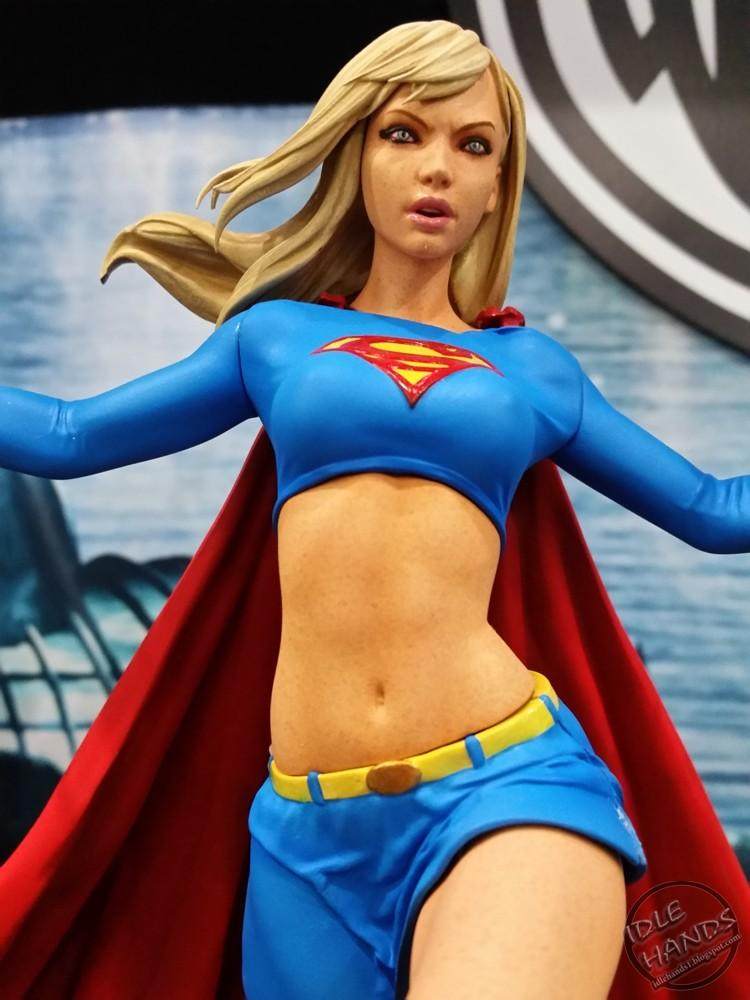 Diamond Select DC Comic Gallery Supergirl Preventa