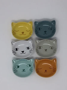 Picture of six mini cat face bowls in rows of three next to each other