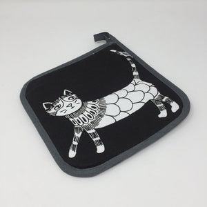 Black pot holder with white cat on it