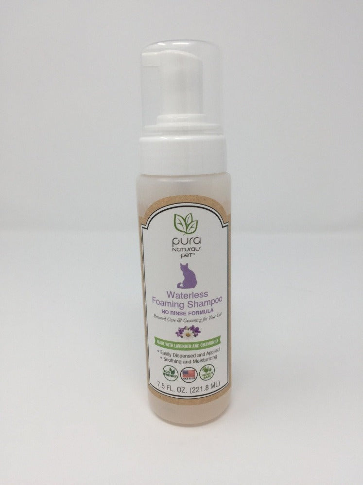Picture of waterless cat shampoo standing on a white background
