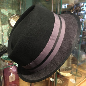 Trilby black top with grey brim