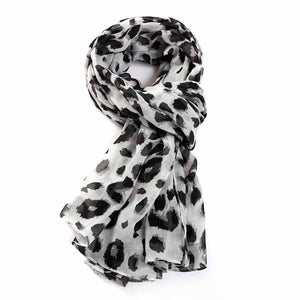 Classic large Leopard Scarf