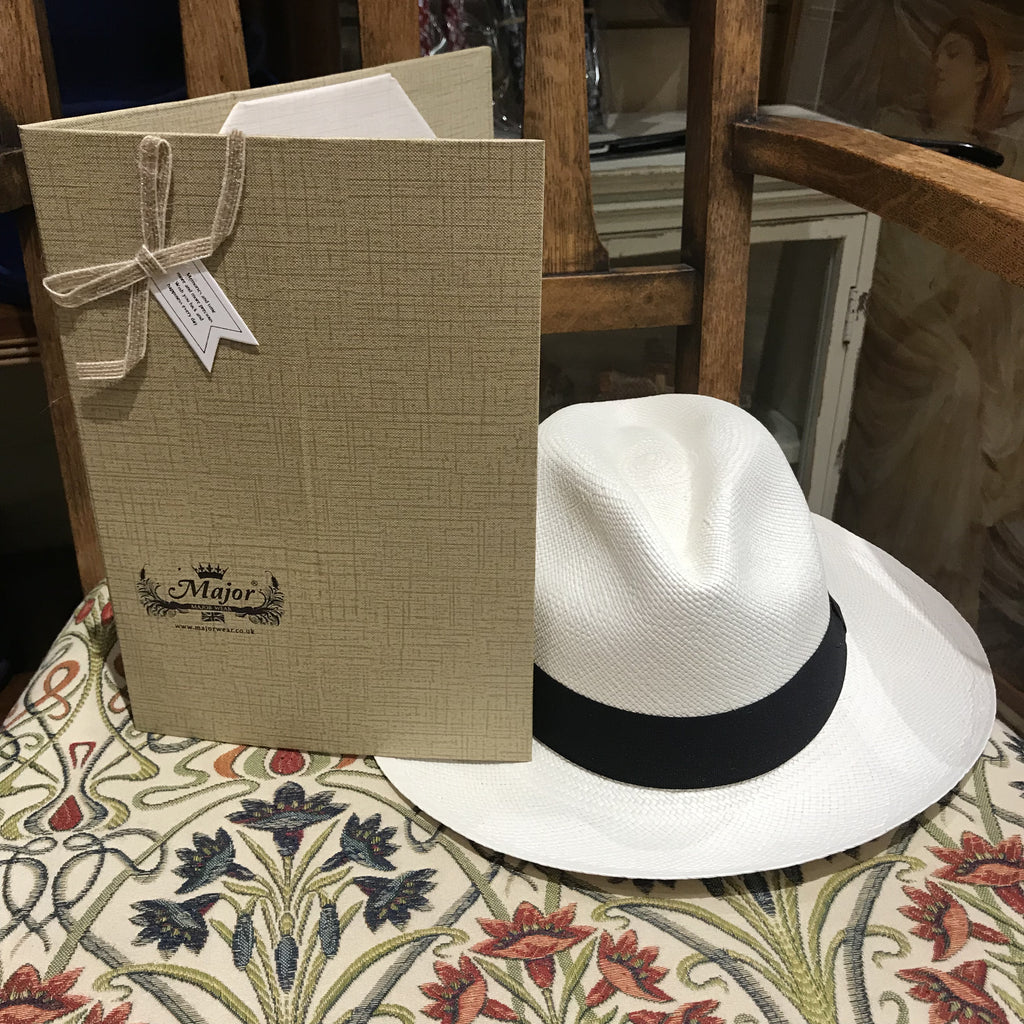 Folding Panama hat with box