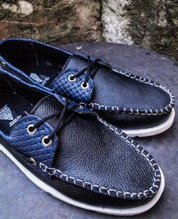GM Boat Shoes Negro/Detalle Azul.