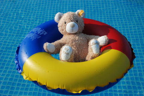Teddy in pool ring - Chlorine
