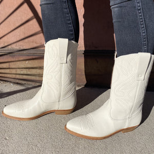 ESSEutESSE White Cowboy Boot