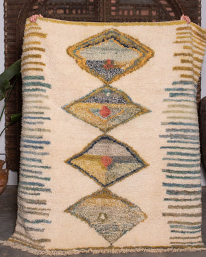 AVL Vintage Moroccan rug, a Berber Guerouan from the middle Atlas mountains. 6 ft 7 in Long x 5 ft 9 in Wide