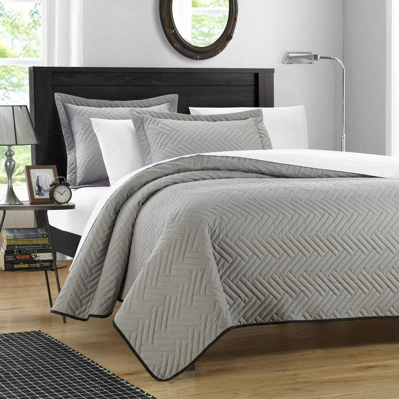Chic Home Palermo Portobello Pisa Cupertino Mateo Mateo Verona 3 Piece Quilt Cover Set Reversible Two Color Chevron Pattern Bedding Silver