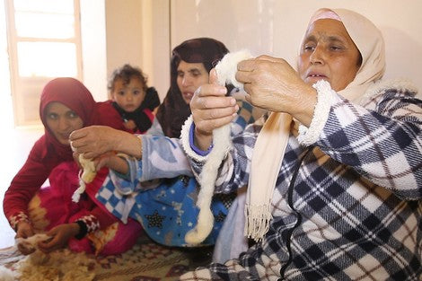 Moroccan women spinning wool -berber rugs