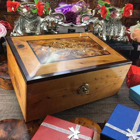 Decorative vintage style engraved thuya wooden jewelry large box, jewelry organizer holder wooden box, memory wedding gift box for husband