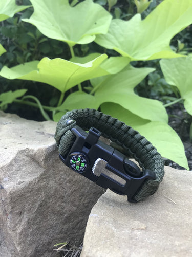ONE LEFT!  Multi Functional Outdoor Survival Para-Cord Bracelet