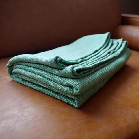 sheets & giggles 100% eucalyptus heavy throw blanket in sage