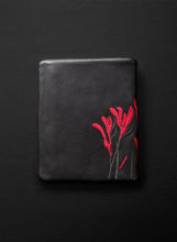 Kangaroo Paw Squire Wallet - Licorice