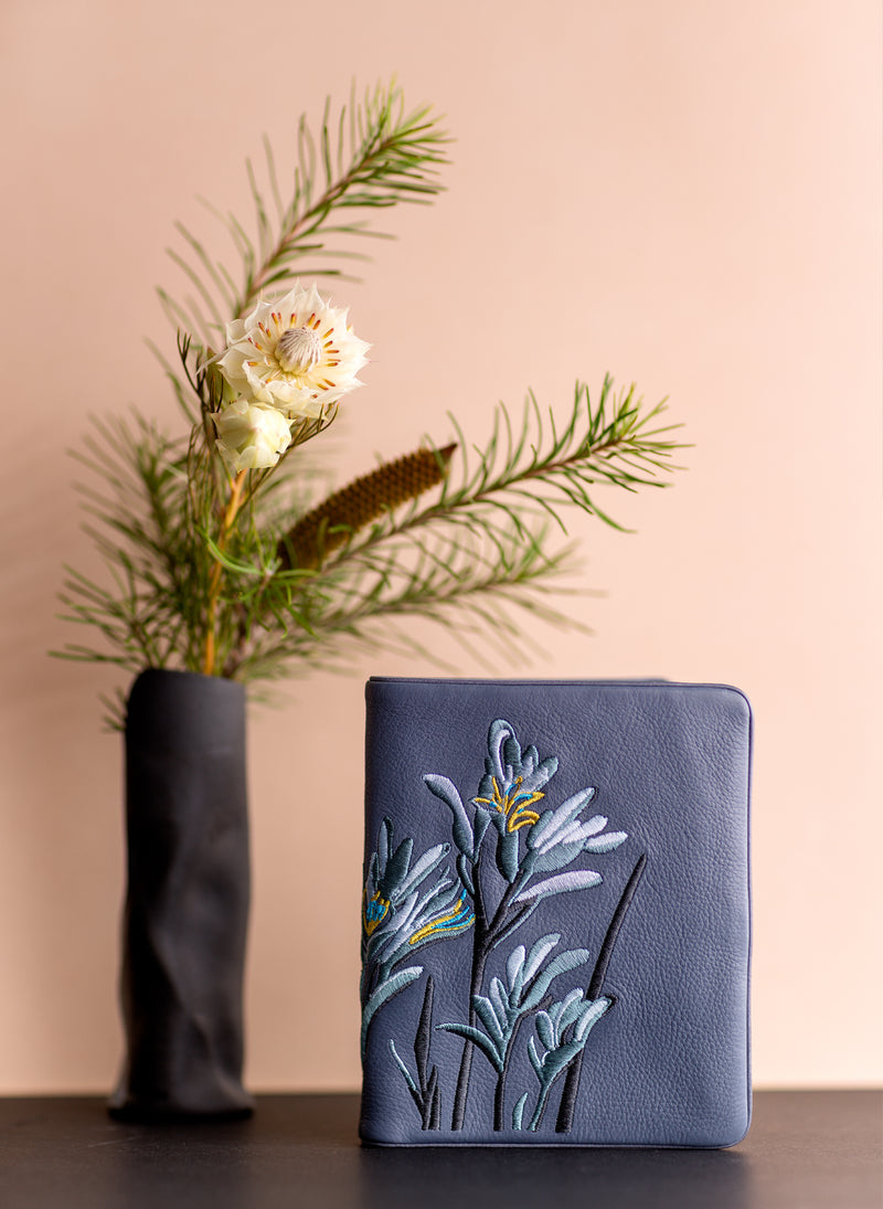 Kangaroo Paw Squire Wallet - Blue Willow - Belinda Pieris