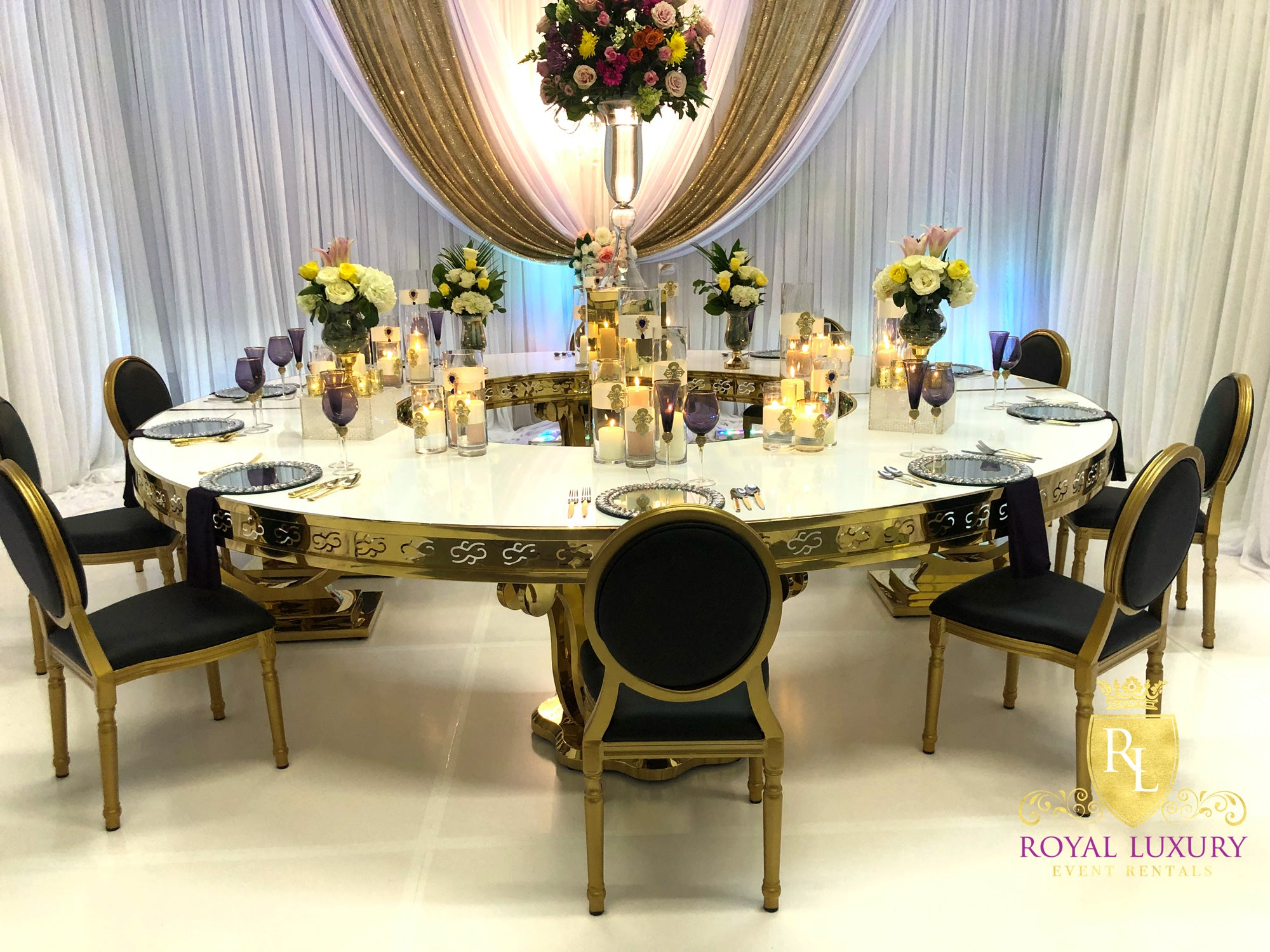 Picture of: Supreme Gold Semi Circle Sweetheart Or Dining Table Royal Luxury Events Rentals