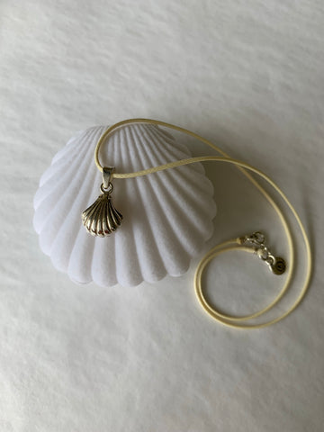 Clamshell on cord