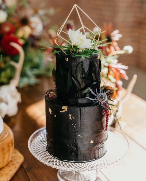 BEAUTIFUL WAYS TO INCORPORATE BLACK INTO YOUR WEDDING