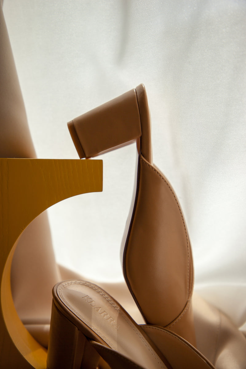 Envelope Stitchline Block Heel In Nude
