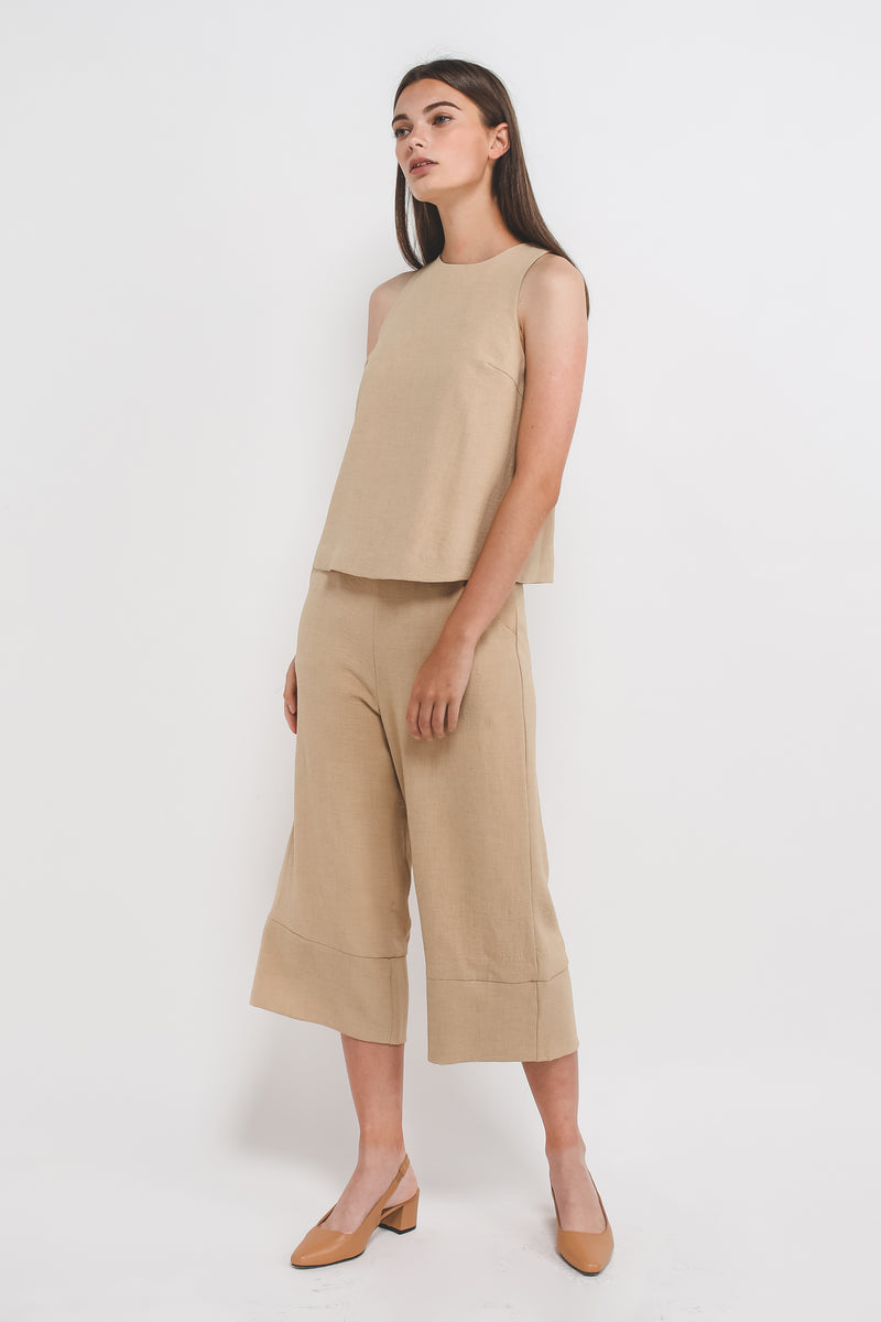 Textured Tank Top w Curved Hem In Sand