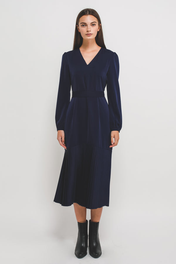 Sleeved V-Neck Midi Dress W Pleated Hem In Navy