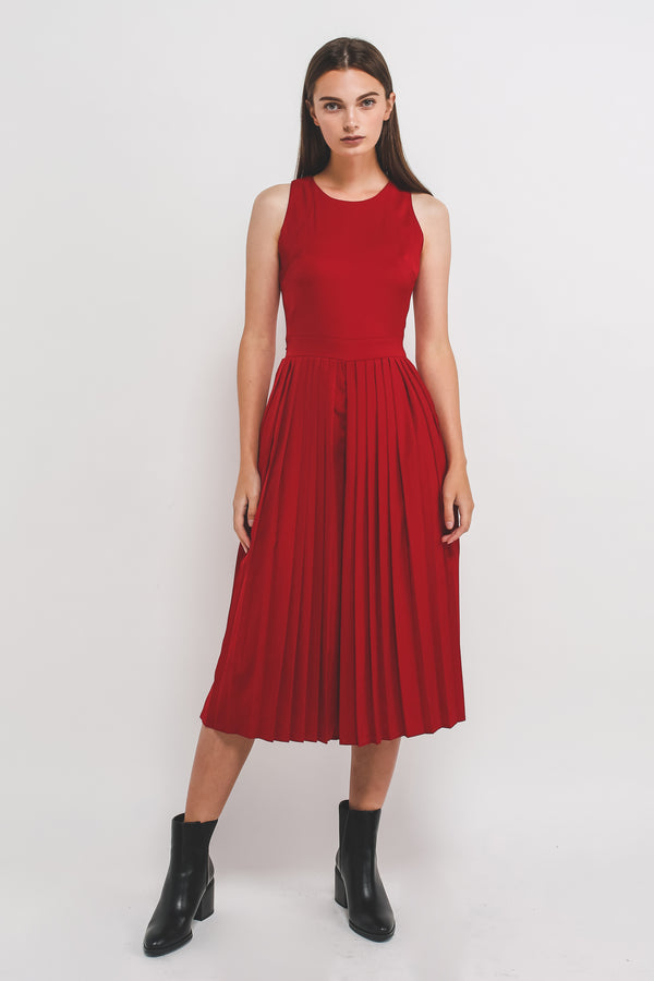 Sleeveless Pleated Jumpsuit In Red
