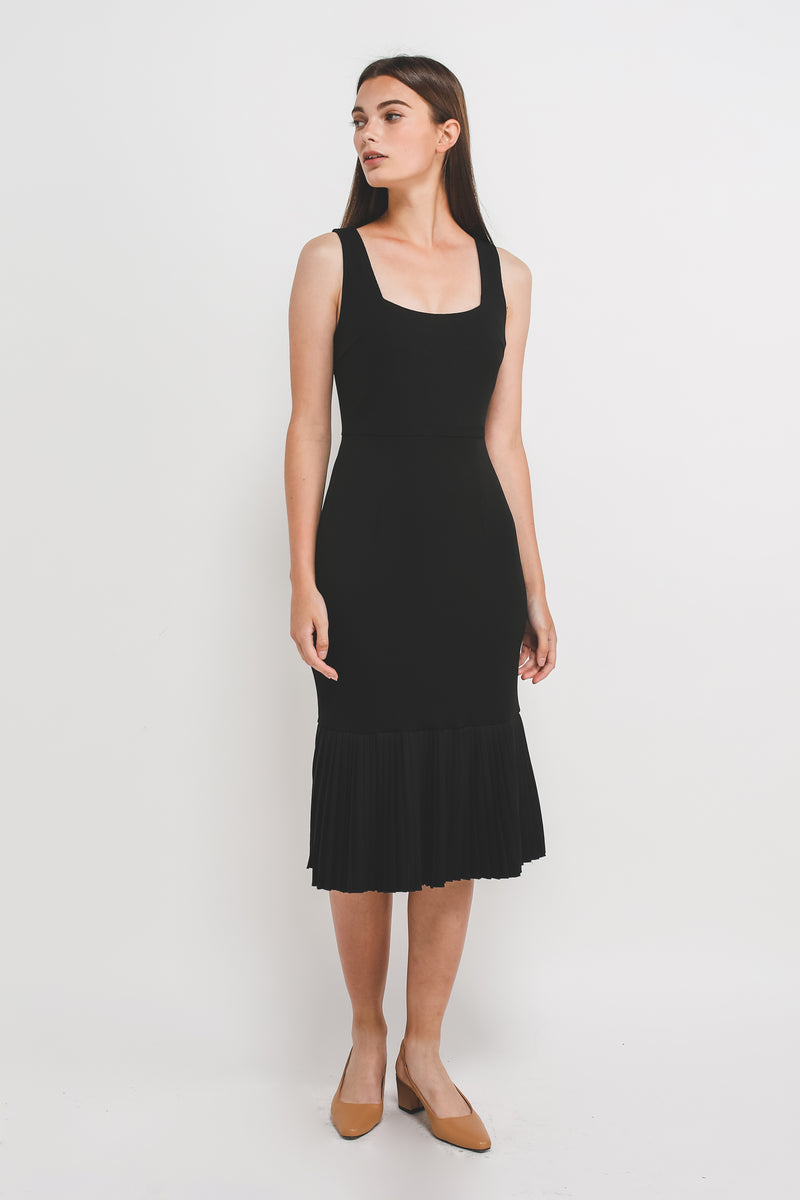 Square Neck knit Midi Dress With Pleated Hem In Black